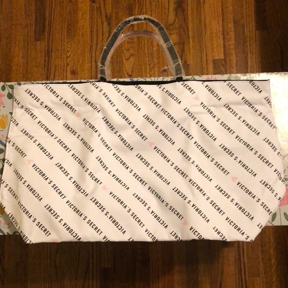 Victoria's Secret Handbags - Victoria's Secret Tote Bag 💗